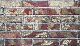 Briques fond et texture sur le mur Fissures pauvres de brique Dommages de fentes brouillons images stock