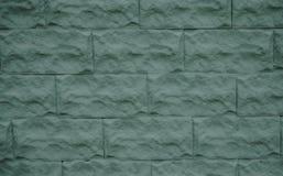 Briques grises concrètes dans les couches comme revêtement d'un mur Photographie stock libre de droits