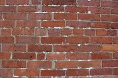 Briques rouges et brunes de grand mur avec des signes de la réparation et du raccordement partout photographie stock libre de droits
