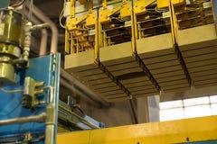briqueterie Image de machine de production avec des briques photographie stock