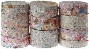 Briquettes de papier d'isolement sur le fond blanc images stock