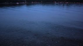 Brisa apacible sobre el agua almacen de metraje de vídeo