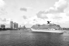 Brisa del carnaval del barco de cruceros imagen de archivo