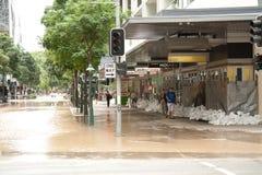 brisbane översvämmar den george gatan Arkivfoto