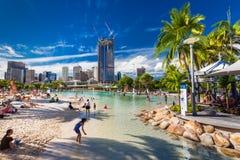 BRISBANE AUS - APRIL 17 2016: Gatastrand i den södra banken Parkl Arkivfoto