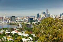 BRISBANE AUS - AUGUSTI 10 2016: Brisbane horisont som sett från nord Fotografering för Bildbyråer