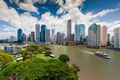 BRISBANE, AUS - 13. NOVEMBER 2015: Panoramablick von Brisbane-Skylinen stockfotos