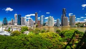 BRISBANE, AUS - 18. NOVEMBER 2015: Panoramablick von Brisbane-Skylinen lizenzfreie stockfotografie