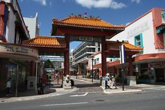 BRISBANE, AUSTRALIË - MAART 22, 2008: De mensen bezoeken Chinatown in Brisbane, Australië  royalty-vrije stock foto