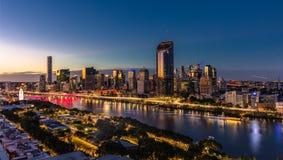 BRISBANE AUSTRALIEN - Augusti 05 2017: Areal bild för nattetid av Royaltyfri Foto