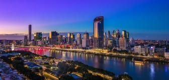BRISBANE AUSTRALIEN - Augusti 05 2017: Areal bild för nattetid av Royaltyfri Bild