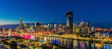 BRISBANE AUSTRALIEN - Augusti 05 2017: Areal bild för nattetid av Royaltyfria Foton