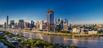 BRISBANE AUSTRALIEN - Augusti 05 2017: Panorama- areal bild av B Royaltyfri Foto