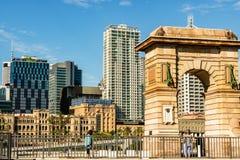 Brisbane Australien - 2019 Brisbane för Hector Vasyli Memorial Arch South bankParklands flod Brisbane Queensland Australien arkivbild