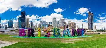 BRISBANE AUSTRALIEN - FEBRUARI 12 2016: Brisbane tecken som gås tillbaka till Sou Royaltyfria Bilder