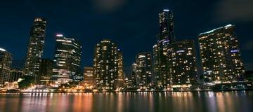 Brisbane Australien - lördag 16th December, 2017: Sikt av Brisbane stadsskyskrapor och den Brisbane floden på lördag 16th Royaltyfri Foto