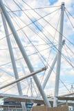 Brisbane Australien - tisdag 23rd Juni, 2015: Sikt av den Kurilpa bron och den Brisbane staden i dagen från Southbank på tisdag t royaltyfria bilder