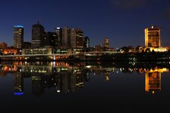 Brisbane bei Nigth Stockfotos