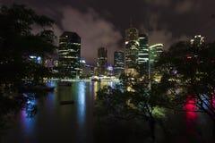 Brisbane flod på natten Arkivbilder