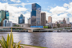 Brisbane-Fluss- und -stadtzentrum stockfotos