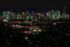 Brisbane på natten från Mt Gravatt synvinkel Royaltyfria Foton