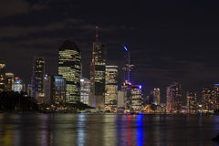 Brisbane por paisaje de la noche Imagen de archivo libre de regalías