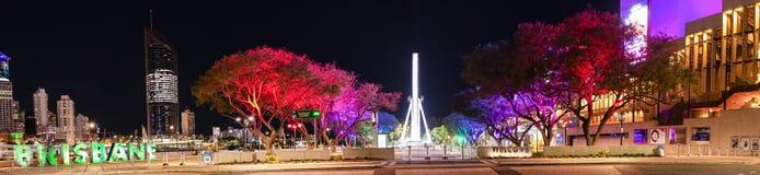 BRISBANE, QUEENSLAND, AUSTRALIEN - 19. August 2018: Ansicht von Southbank-Parklands in Brisbane-Stadt, Queensland nachts stockbild