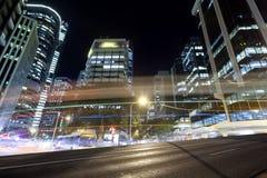 Brisbane stadstrafik på natten Royaltyfria Bilder