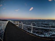 Brise-lames chez Ogden Point dans Victoria, AVANT JÉSUS CHRIST, Canada ; Ti de coucher du soleil Photographie stock libre de droits