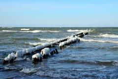 Brise-lames couvert de la glace Photo stock