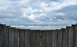 Brise-lames et mer d'Irlande Images libres de droits