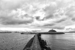 Brise-lames pierreux en mer Docks, ports et lagunes de bordure de brise-lames Concept de fonction de brise-lames brise-lames photographie stock