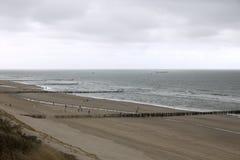 Brise-lames sur le littoral de la Mer du Nord Photos stock