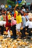 Brisement de Thaipusam photo stock