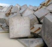 Briseur de vague fait de cubes concrets cancun mexico Photographie stock libre de droits