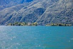 """Brissago海岛,瑞士†""""2015年6月24日:乘客将 免版税库存图片"""