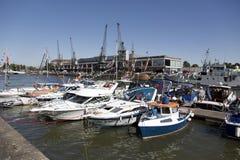 BRISTOL ANGLIA, LIPIEC, - 19: jachty przy Bristol harbourside fe Zdjęcie Stock