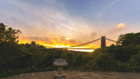 Bristol Clifton Suspension Bridge på guld- timme F Royaltyfri Bild