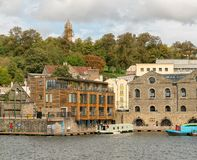 Bristol Docks com Cabot Tower no fundo fotografia de stock