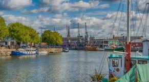 Bristol Docks M Shed e guindastes, Inglaterra imagens de stock royalty free