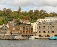 Bristol Docks mit Cabot Tower im Hintergrund stockfotografie