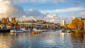 Bristol Harbour y la línea divisoria de las aguas en Bristol Harbour en Bristol, Avon, Reino Unido fotos de archivo