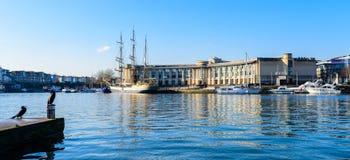 Bristol Harbourside com pássaros de água Fotos de Stock Royalty Free
