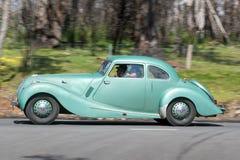 Bristol 400 kupé som 1948 kör på landsvägen Royaltyfria Bilder
