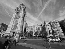 Bristol University Wills Memorial i Bristol i svartvitt royaltyfri fotografi
