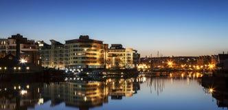 Bristol Waterfront på natten Arkivbilder