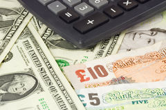 Británicos y pares del dinero en circulación de los E.E.U.U. Imágenes de archivo libres de regalías