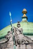 Britannia fier, avec la lance à disposition, le bouclier de cric des syndicats et le lion image libre de droits