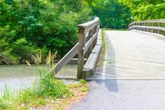 Britge de madeira, rio, céu Imagens de Stock Royalty Free