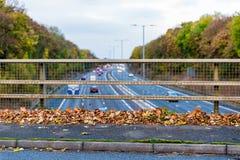 BRITISCHE Autobahn im Herbst Stockbilder